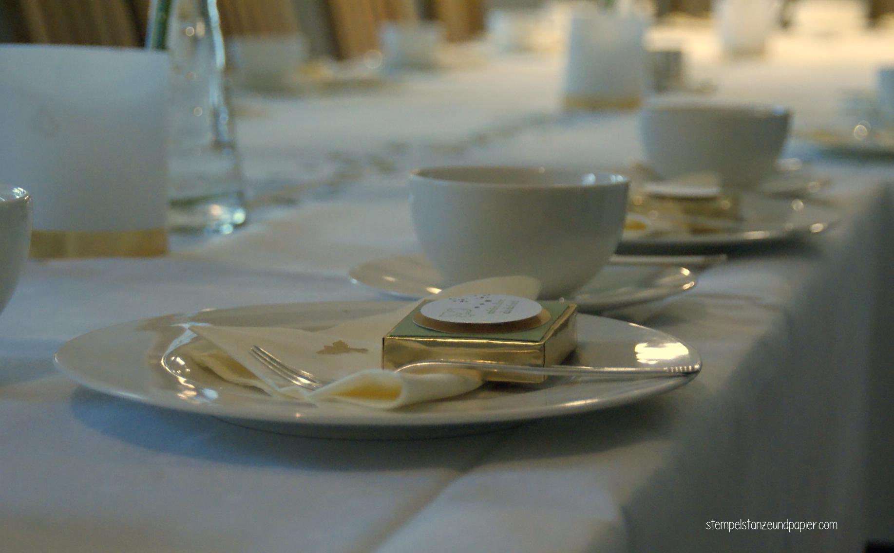 Tischdeko zur Taufe Goodie Gastgeschenk festlich gedeckter Tisch
