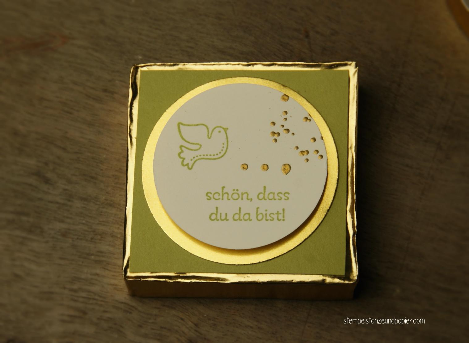Tischdeko zur Taufe Hanuta Goodie gold farngrün