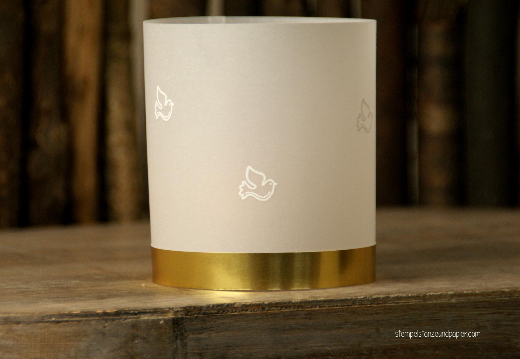 Tischdeko zur Taufe Windlicht Pergamentpapier gold