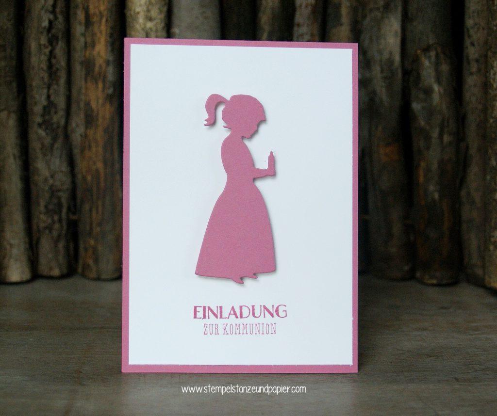 Kommunionkarte-Einladung-Kommunionkind-mit-Kerze-Mädchen-zarte-Pflaume