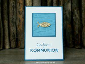 Kommunionkarte-einladung-Fisch-gestanzt-Goldglimmer-Wellen-Prägeform-ozeanblau-jeansblau basteln Bastelkurs in Ahaus