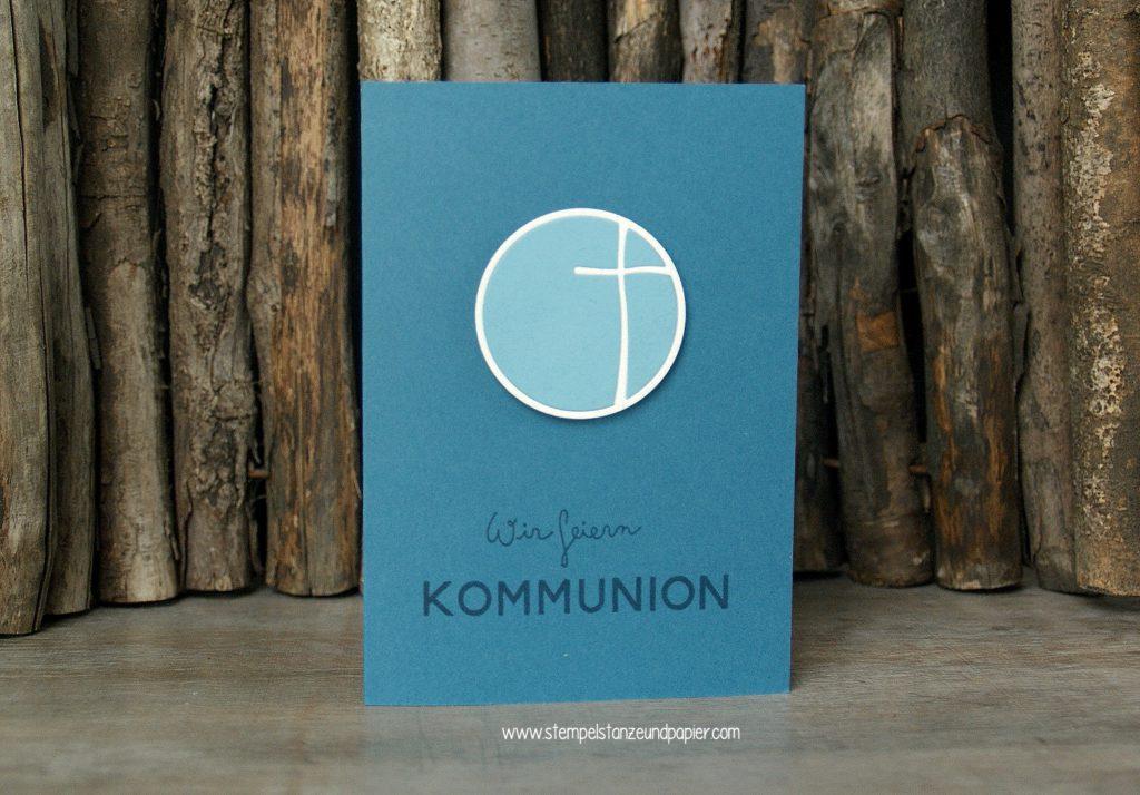 Kommunionkarte-einladung-Kreuz-im-Kreis-Stanzteil-jeansblau-ozeanblau