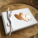 Geldgeschenk zur Hochzeit verpacken herzen praegefolder leise rieselt schiefergrau stampin up stempelstanzeundpapier
