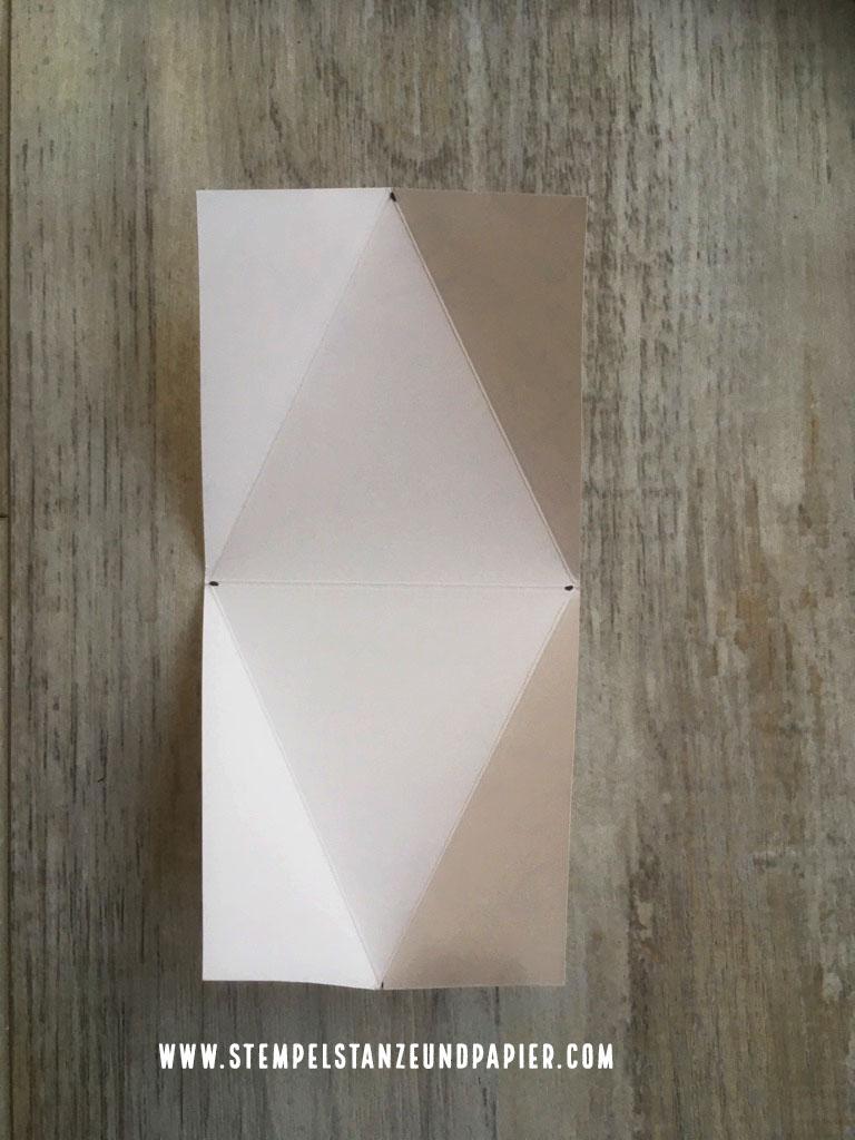 Dreieckschachtel mit Anleitung Ansicht der Fazlinien